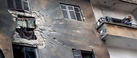 Bombningarna av staden Homs fortsätter. På måndagen dödades människor som försökte fly från staden. Foto: Rodrigo Abd/AP/Scanpix