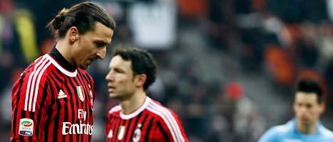Zlatan slog en motståndare i ansiktet i helgens match i den italienska fotbollsligan. Foto: Davide Spada/Scanpix