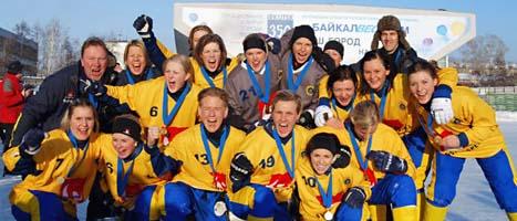 Sveriges damer jublar över VM-guldet i bandy. Foto: svenskbandy.se