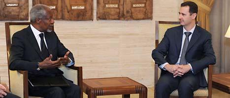 FNs förre chef Kofi Annan har träffat Syriens ledare Bashar al Assad. Annan ska försöka få Syriens ledare att stoppa våldet. Det har ännu inte lyckats. Foto: Sana/Scanpix