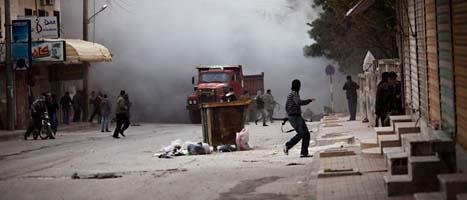 Bild från strider mellan rebeller och regeringens militärer. FOTO: Rodrigo Abd/SCANPIX
