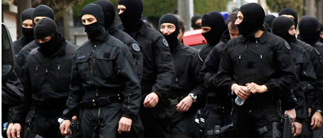 En grupp franska elit-poliser var i Toulouse för att gripa den misstänkte mördaren. Foto: Bob Edme/Scanpix
