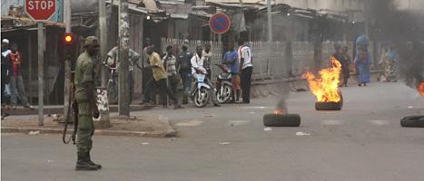 En grupp militärer säger att de har störtat regeringen i landet Mali. Foto: Harouna Traore/Scanpix.