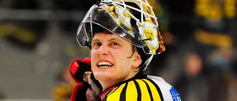 Brynäs målvakt Niklas Svedberg blev matchens hjälte. Foto: Robert Granström/Scanpix