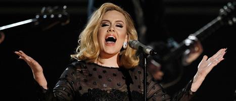 Adele är sjunger på Grammy-galan. Foto: Matt Sayles/Scanpix