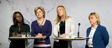 Nyamko Sabuni, Maria Larsson, Carin Götblad och Beatrice Ask  säger att våldet i hemmen måste stoppas. Foto: Pontus Lundahl/Scanpix.