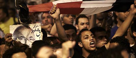 Många människor samlades i huvudstaden Kairo för att protestera mot presidentvalet. Foto: Fredrik Persson/Scanpix