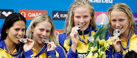 Här är tjejerna som tog silver i stafetten i sim-EM. Foto:Michael Sohn/Scanpix