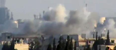 I helgen bombades staden Hula i Syrien. Minst 100 människor dödades. Bilden är från en video tagen av en privatperson. Foto: Shaam News Network/Scanpix.