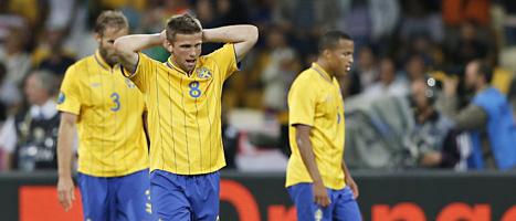 Sveriges spelare deppar sedan England gjort mål. Foto: Sergej Grits/Scanpix Foto: