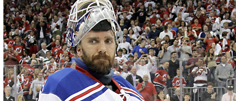 Henrik Lundqvist är NHLs bästa hockeymålvakt. Foto:Julio Cortez/Scanpix
