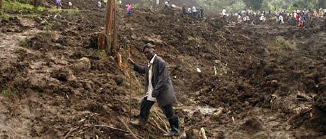 Flera hundra människor kan ha dödats i jordras  i Uganda i Afrika. Foto: Stephen Wandera/ Scanpix