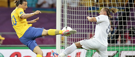 UEFA tycker att Zlatan var en av de bästa spelarna i fotbolls-EM. Dessutom röstades hans mål mot Frankrike fram som mästerskapets bästa. FOTO: Ivan Sekretarev/SCANPIX