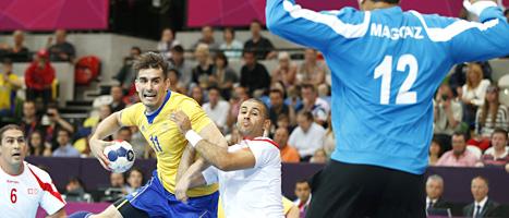 Dalibor Doder i matchen mot Tunisien. Sveriges handbollsherrar var en av få svenska glädjeämnen under OS-turneringens första helg. FOTO: Vadim Ghirda/SCANPIX