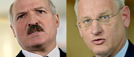 Vitrysslands president Aleksander Lukasjenko och Sveriges utrikesminister Carl Bildt är arga på varandra. FOTON: Sergei Grits och Henrik Montgomery/SCANPIX