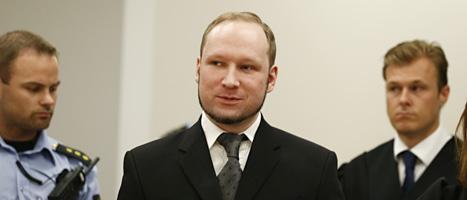 Anders Behring Breivik lyssnar på domen i Oslo tingsrätt. Foto: Scanpix