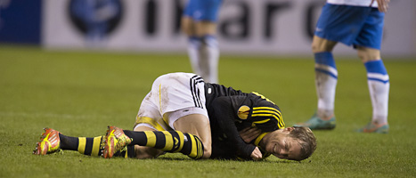 AIK-spelaren Per Karlsson gjorde sig illa. Foto: Jonas Ekströmer/Scanpix.