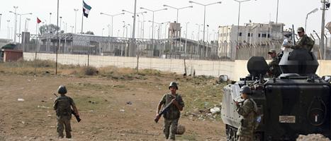 Turkiska soldater vaktar vid gränsen till Syrien. Foto: AP/Scanpix.