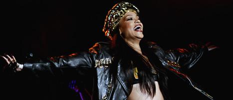 Rihanna uppträder på musikfestivalen Peace and Love sommaren 2012. Foto: Erik Mårtensson/Scanpix