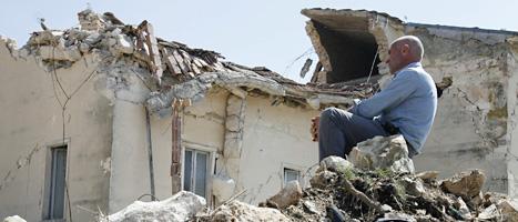 Så här såg det ut efter jordbävningen i Italien 2009. Foto: Alessandro Tarantino/Scanpix.