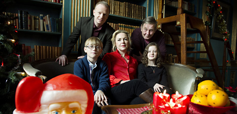 Här är skådespelarna i årets Julkalender Mysteriet på Greveholm- grevens återkomst. Foto: Jessica Gow/Scanpix