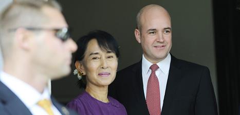 Fredrik Reinfeldt träffade fredpristagaren och politikern Aung San Suu Kyi i Burma. Foto. Henrik Montgomery/Scanpix.
