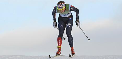 Nykomlingen Emma Wikén överraskade alla i årets första skidtävling. Hon vann loppet i Bruksvallarna före storstjärnan Charlotte Kalla. Foto: Nisse Schmidt/Scanpix.