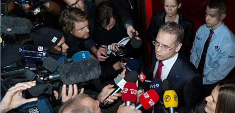 SAS-chefen Richard Gustafson kan andas ut. SAS finns kvar och kan fortsätta att flyga. I alla fall ett tag till. Foto: Scanpix.