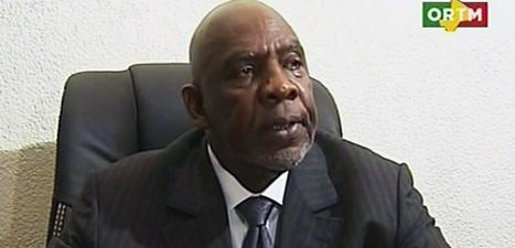 I en tv-sändning tvingades Cheick Modibo Diarra säga att han slutar som premiärminister. Foto AP/ORTM Mali TV/Scanpix