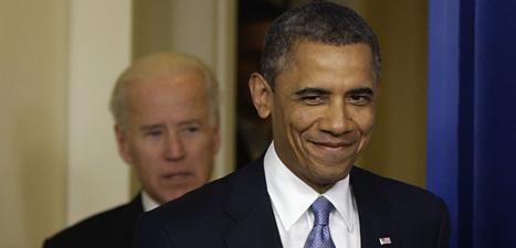 President Obama är nöjd. USAs politiker blev överens och räddade landet från att hamna i en svår ekonomisk kris. Foto: Charles Dharapak/Scanpix.