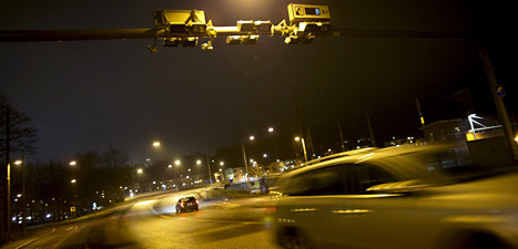 Nu kostar det pengar att köra bil in och ut ur Göteborg. Staden har börjat med biltullar. Foto: Björn Larsson Rosvall/Scanpix.