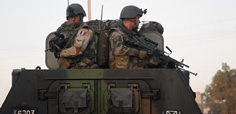 Franska soldater på en stridsvagn i Mali. Foto: Jerome Delay/Scanpix.
