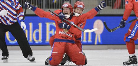 Ryska spelare jublar över VM-guldet. Foto: Anders Wiklund/Scanpix.