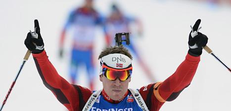 Emil Hegle Svendsen vann jaktstarten i skidskytte-VM.  Foto: Roman Vondrous/Scanpix.