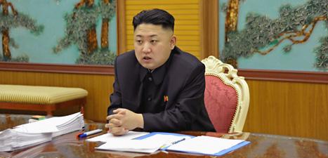 Nordkoreas ledare Kim Jong Un är ny. Men han fortsätter planerna att tillverka kärnvapen. Foto: AP/Scanpix