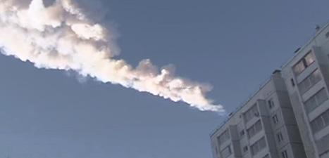 Röken från en av de brinnande sten från rymden som slog ner i den ryska stenen. Foto: Reuters/Scanpix