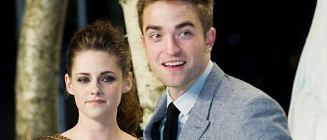 Skådespelarna Kristen Stewart och Robert Pattinson har huvudrollerna i Twilight-filmerna. Foto: Markus Schreiber/AP/Scanpix