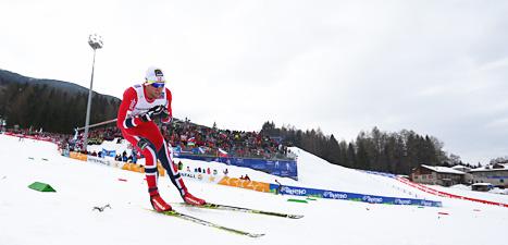 Petter Northug från Norge vann guld i herrarnas lopp på 15 kilometer i VM. Johan Olsson var tvåa. Foto: Giovann i Auletta/Scanpix.