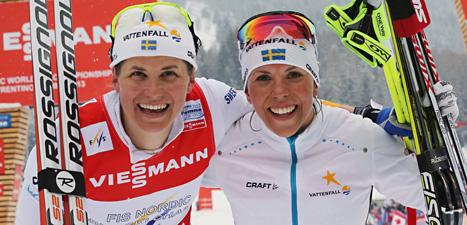 Charlotte kalla och Ida Ingemarsdotter  tog VM-silver i damernas lagsprint. Foto: Armando Trovati/Scanpix.