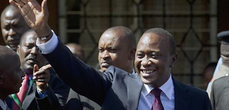 Uhuru Kenyatta vann valet i Kenya trots att han är misstänkt för brott mot mänskligheten. Foto: Ben Curtis/Scanpix.