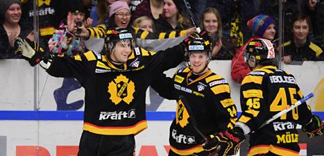 Skellefteås spelare jublar efter mål mot Brynäs. Foto: Robert Granström/Scanpix.