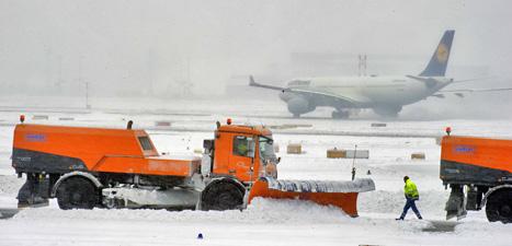 Flygplanen stod stilla på flygplatsen i Frankfurt i Tyskland.  Foto:  Nicolas Armer/Scanpix