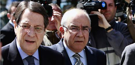 Cyperns premiärminister Nicos Anastasiades och landets president Yiannakis Omirou. Foto: Petros Karadjias/Scanpix.
