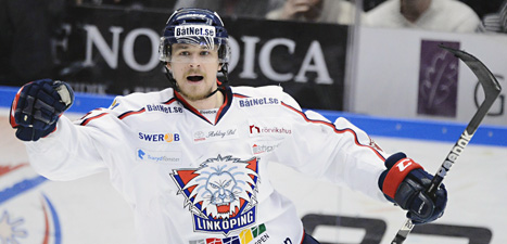 Linköpings Johannes Salomonsson gjorde mål när laget vann mot HV 71. Foto: Mikael Fritzon/Scanpix.