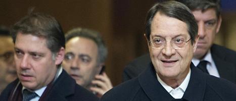 Cyperns president Nicos Anastasiades och hans medarbetare. Foto: Scanpix.