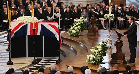 Storbritanniens ledare David Cameron vid Margaret Thatchers kista i kyrkan S:t Pauls Cathedral. Foto: Christopher Furlong/Scanpix