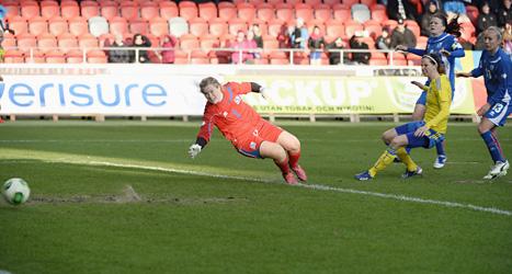 Lotta Schelin gjorde båda målen i matchen mot Island.Foto:Mikael Fritzon/Scanpix.