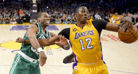 Jason Collins i en match mot Los Angeles lakers. Foto: Mark J Terrill/Scanpix.