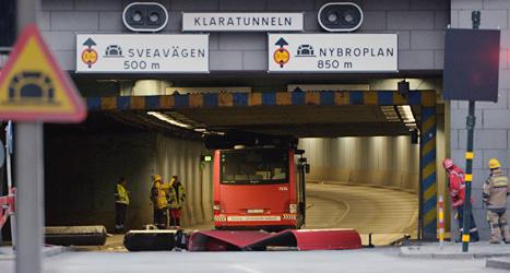 En buss fastnade i en tunnel i Stockholm. Foto: Johan Nilsson/Scanpix.