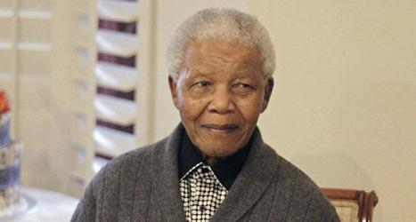 94-årige Nelson Mandela vårdas på sjukhus. Foto: Schalk van Zuydam/Scanpix.